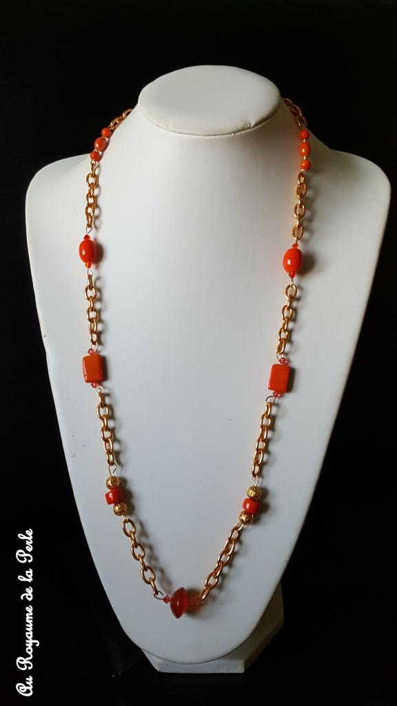 sautoir-orange-sur-grosse-chaine-doree-a
