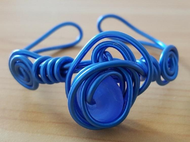 Bracelet aluminium bleu foncé et perle mate